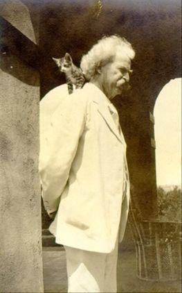 mark-twain-with-cat-on-his-shoulder